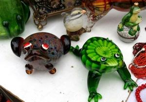 Frosch auf Flohmarkt