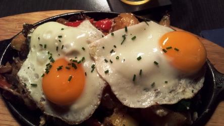 Spiegeleier, Eierpfanne, Bratkartoffeln