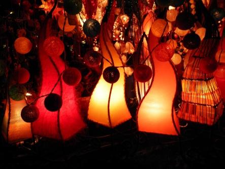 Laternen auf dem Weihnachtsmarkt