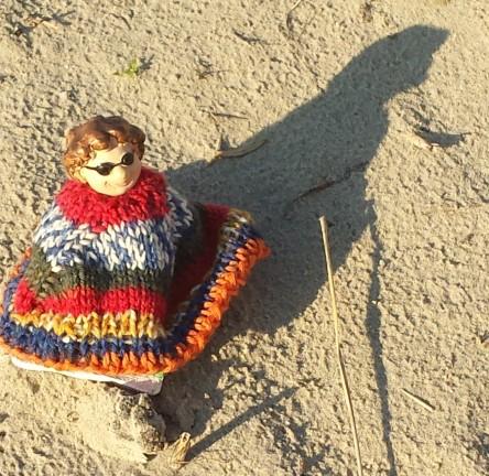 Dicke Dame am Strand