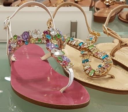 Schuhe mit Glitzersteinen