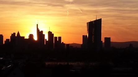 Sonnenuntergang über Frankfurter Skyline
