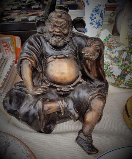 Statue auf dem Flohmarkt
