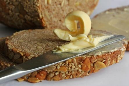 frisches Brot, Butter, Butterbrot