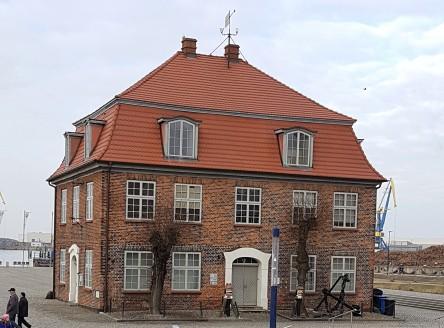 Wismar, Baumhaus, alter Hafen