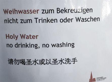 Frankfurter Dom, Weihwasser