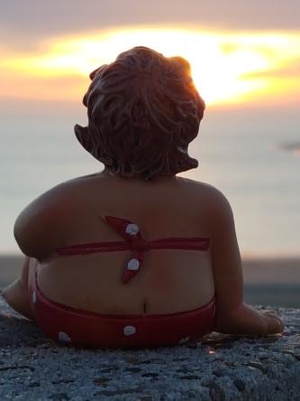Die dicke Dame im Sonnenuntergang