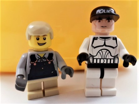 zwei Legomännchen