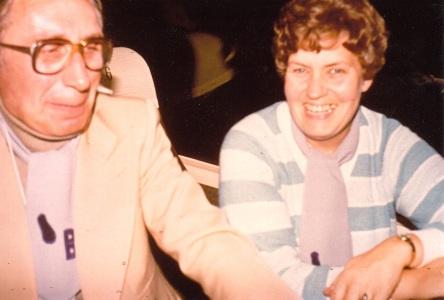 Zwei lachende Menschen