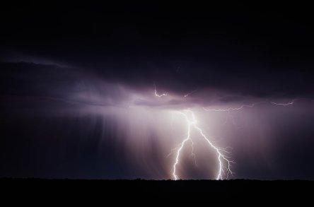 Blitz am Nachthimmel