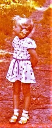 Kleines Mädchen mit Zöpfen