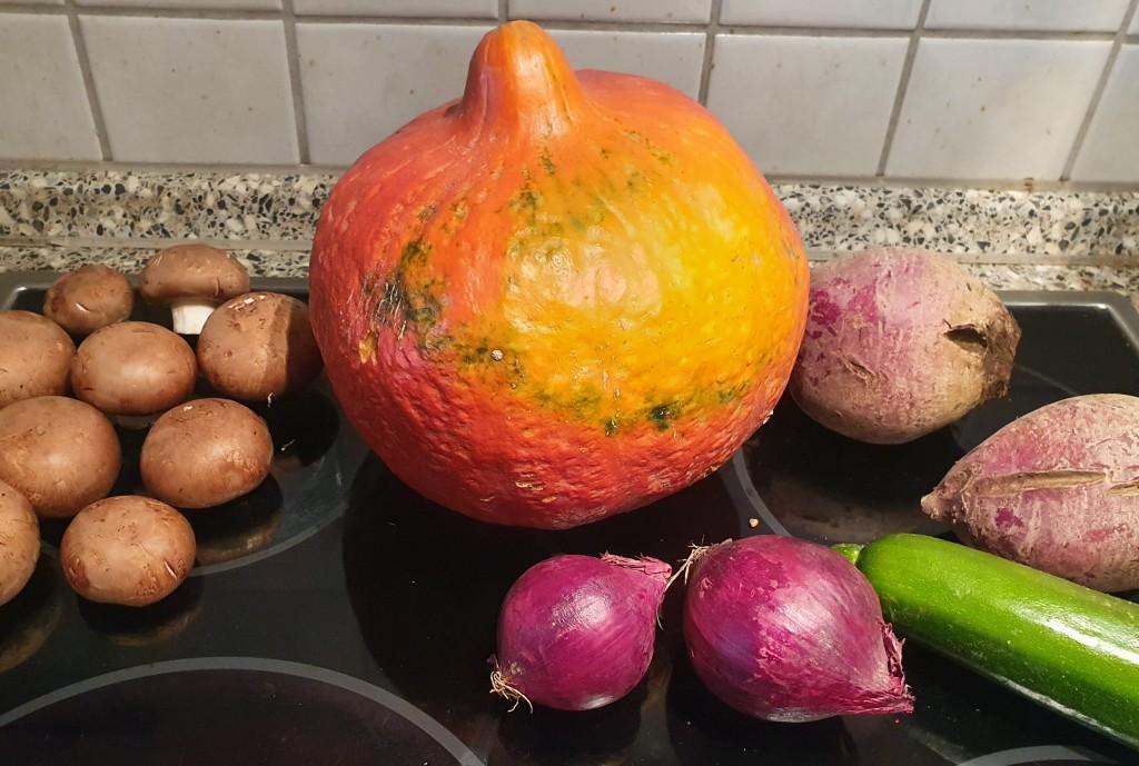 Herbstgemüse: rote Bete, Kürbis, Pilze, Zwiebeln, Zucchini