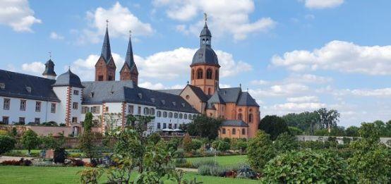 St. Marcellinus und Petrus, Blick vom Klostergarten